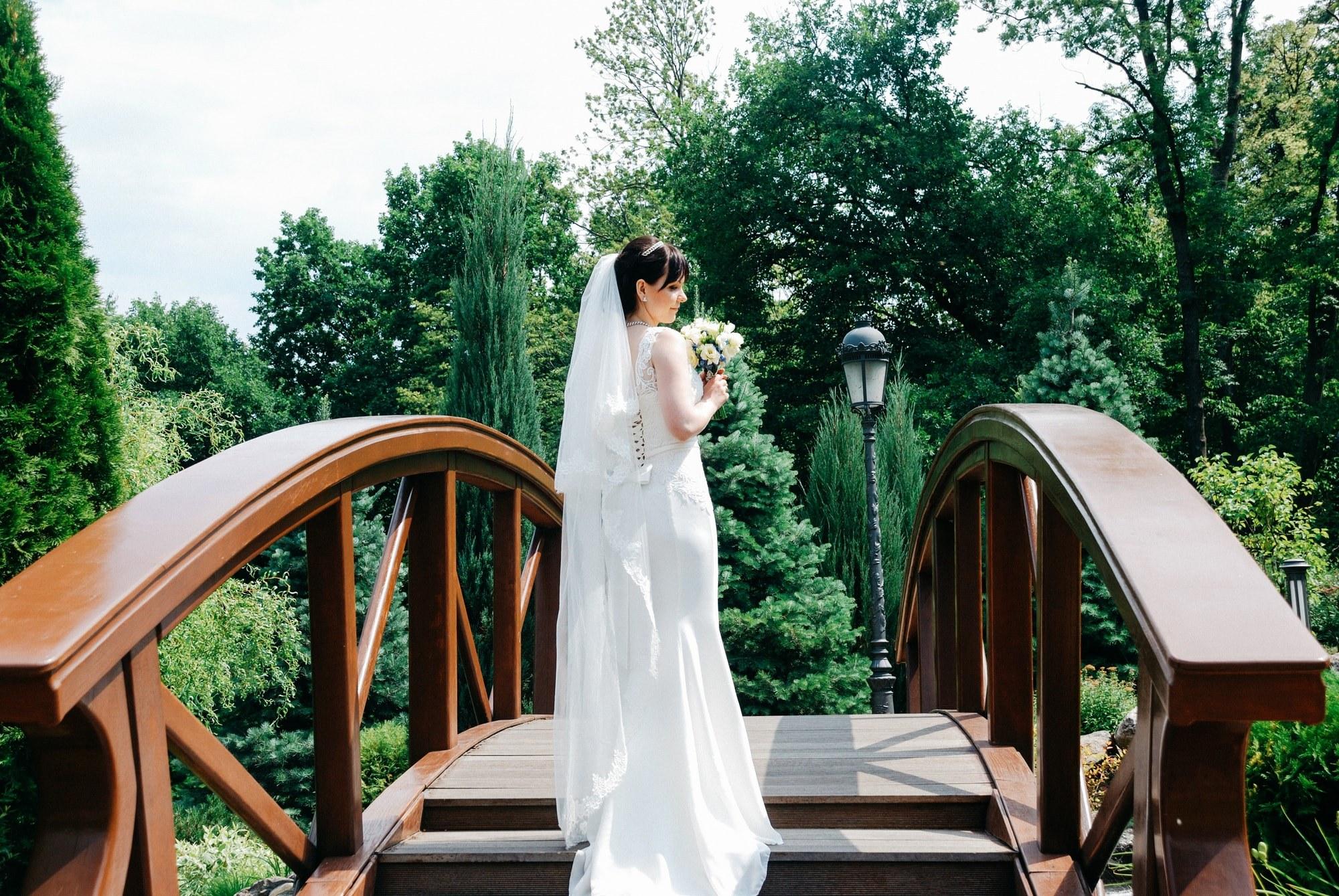Фото невесты на мосту - Фотограф Киев - Женя Лайт