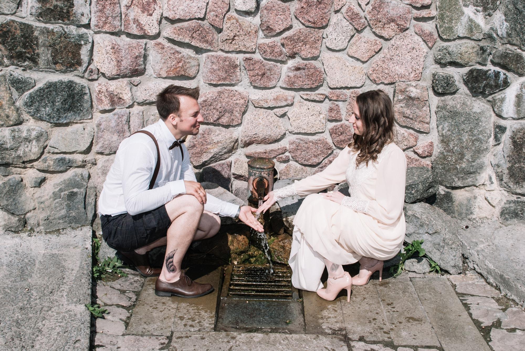 Пара возле источника - Фотограф Киев - Женя Лайт