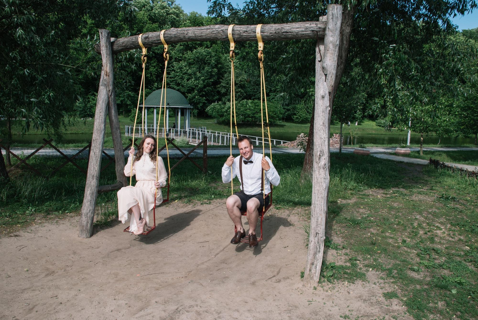 Влюбленные на качелях - Фотограф Киев - Женя Лайт