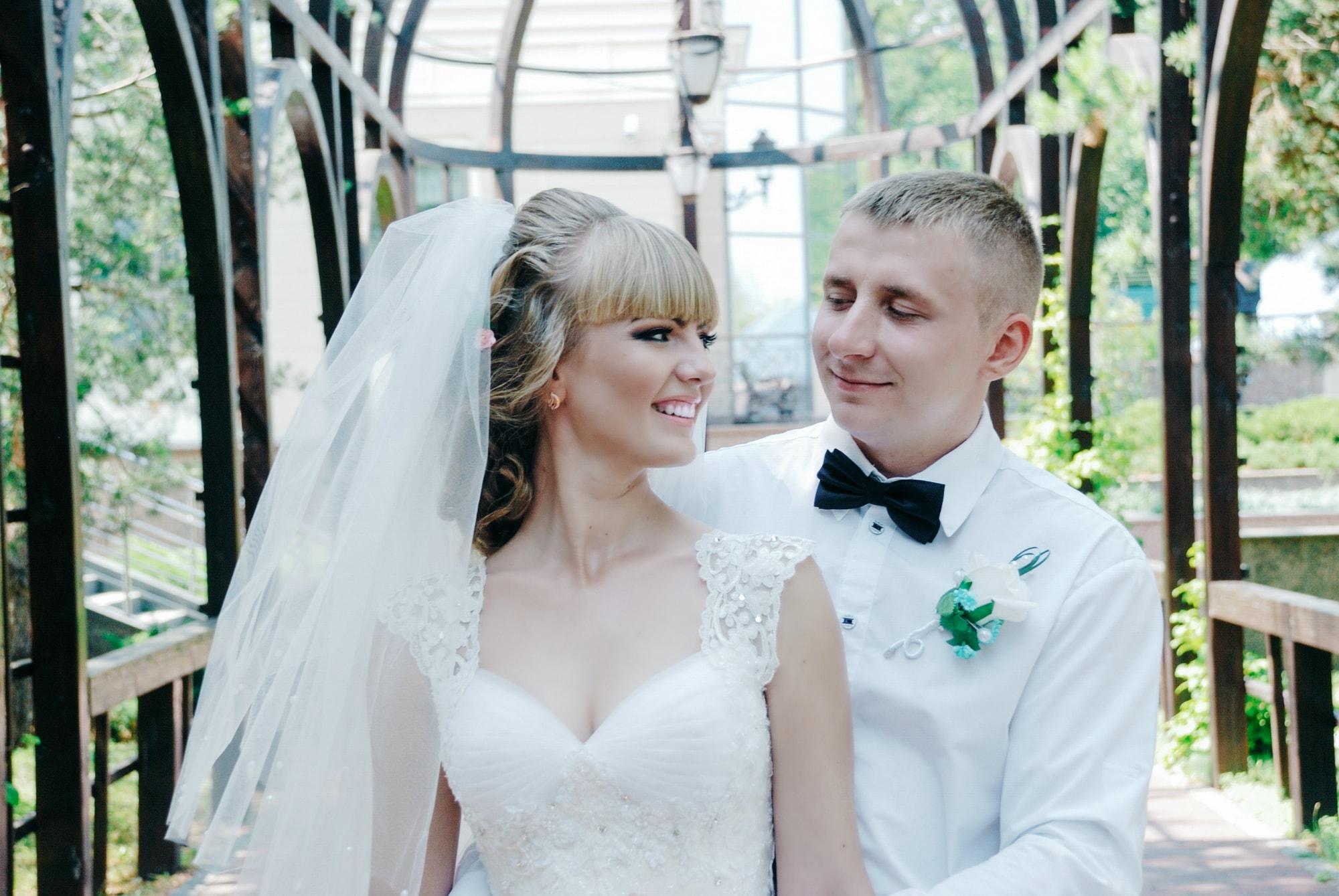 Фотография пары в алее - Фотограф Киев - Женя Лайт