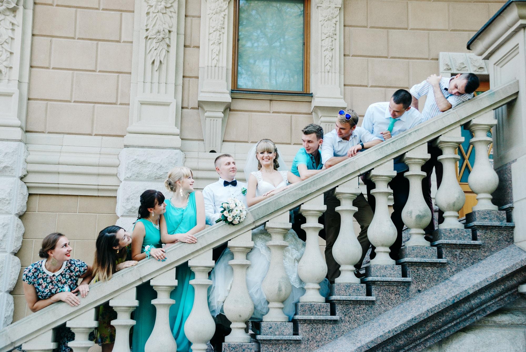 Свадебные гости на лестнице - Фотограф Киев - Женя Лайт