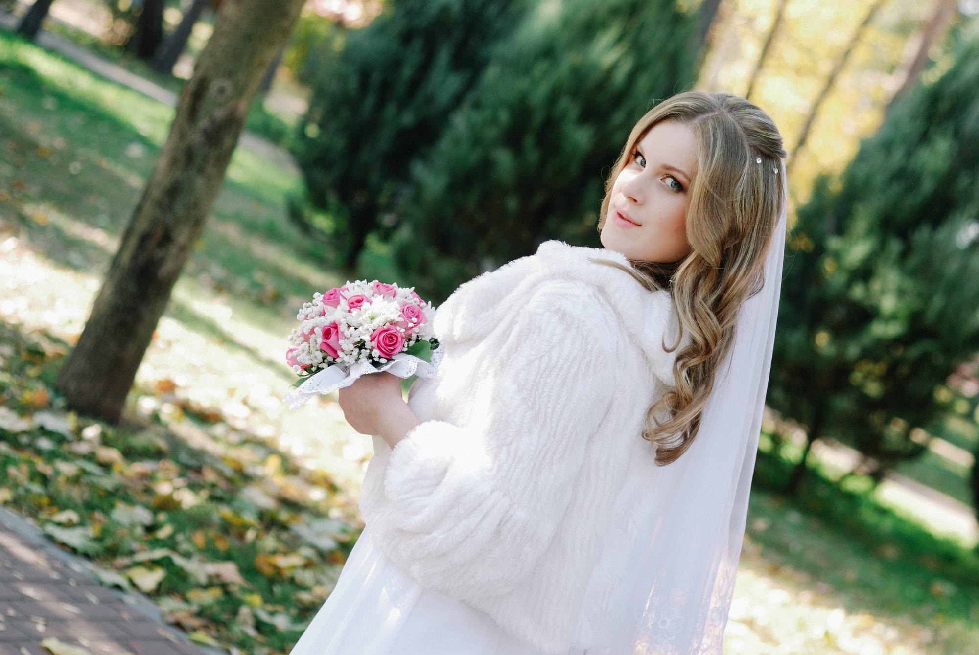Невеста гуляет в парке - Фотограф Киев - Женя Лайт