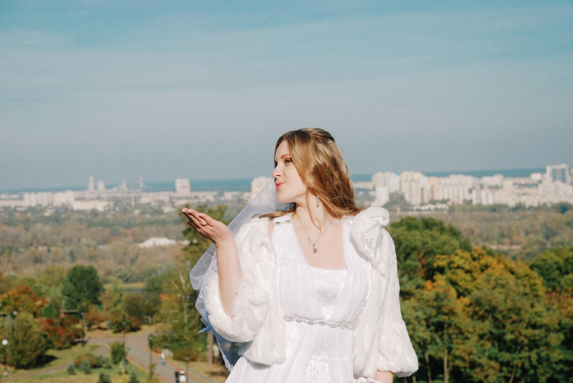 Невеста и воздушный поцелуй - Фотограф Киев - Женя Лайт