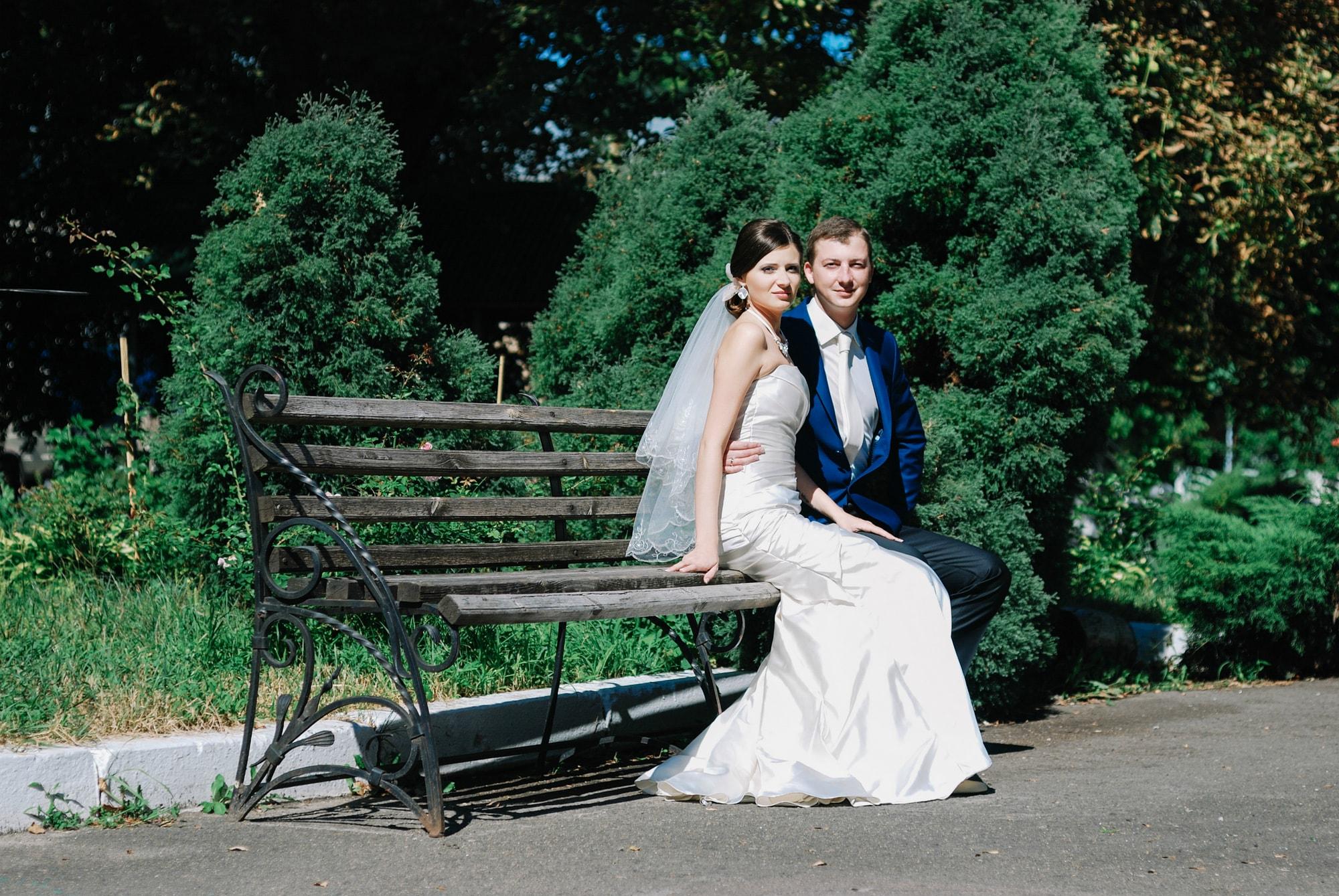 Пара на скамейке в парке - Фотограф Киев - Женя Лайт