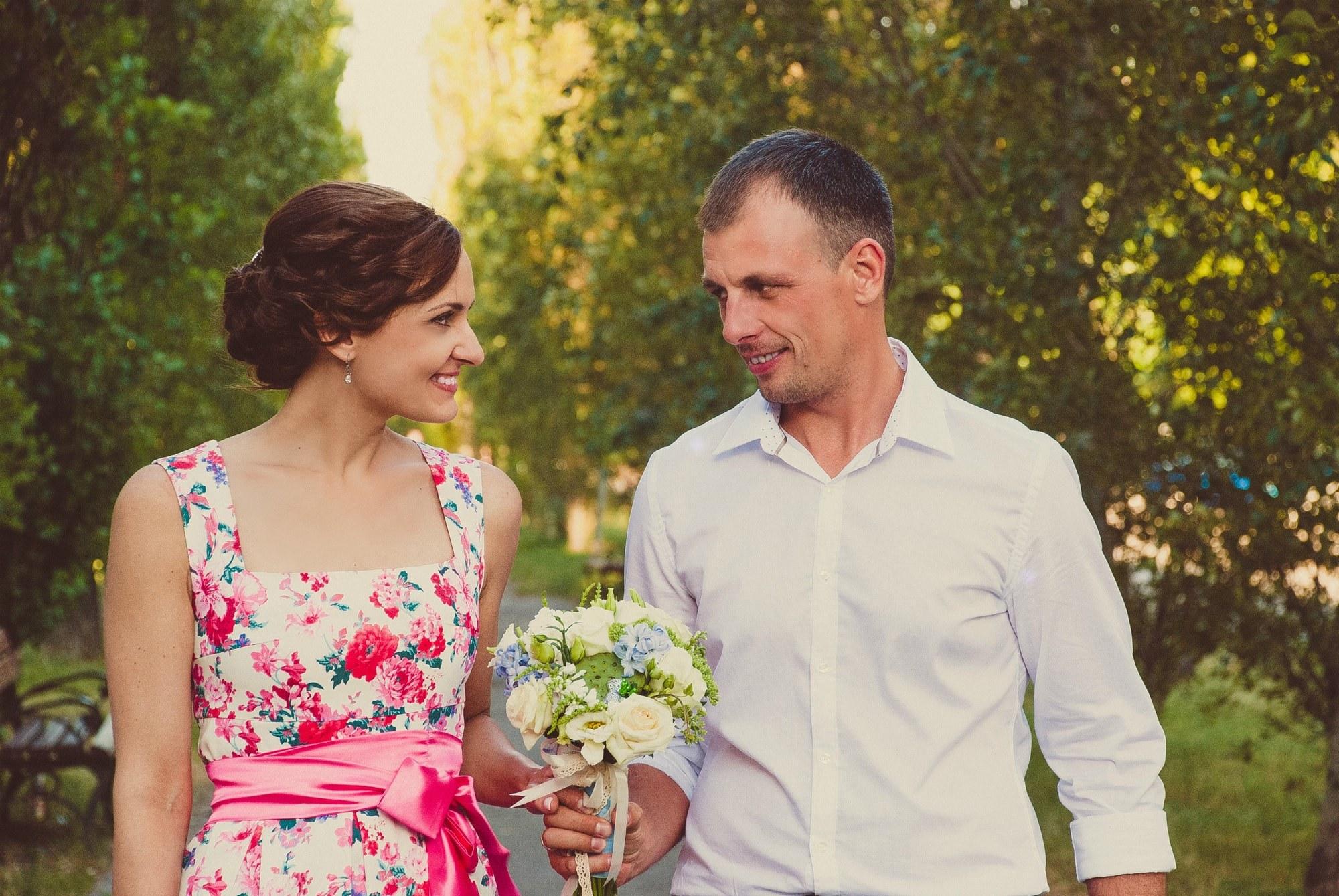 Жених соблазняет невесту взглядом - Фотограф Киев - Женя Лайт