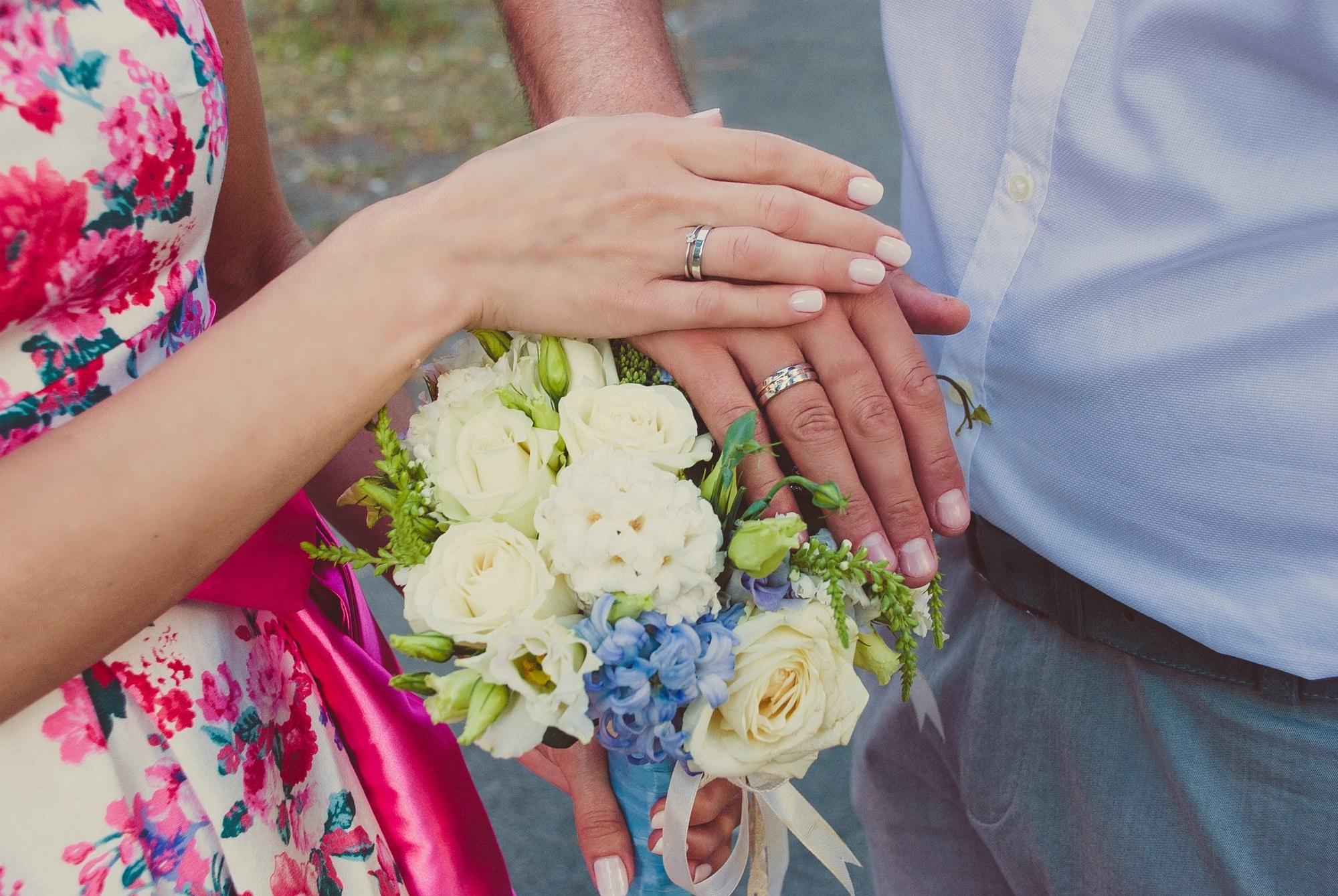 Кольца и букет молодой пары - Фотограф Киев - Женя Лайт