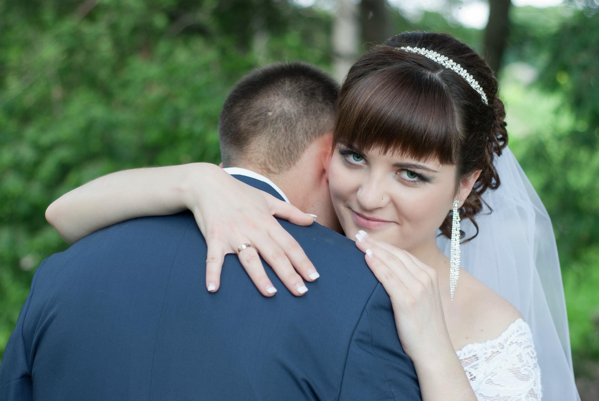 Обнимая мужа в ботсаду - Фотограф Киев - Женя Лайт