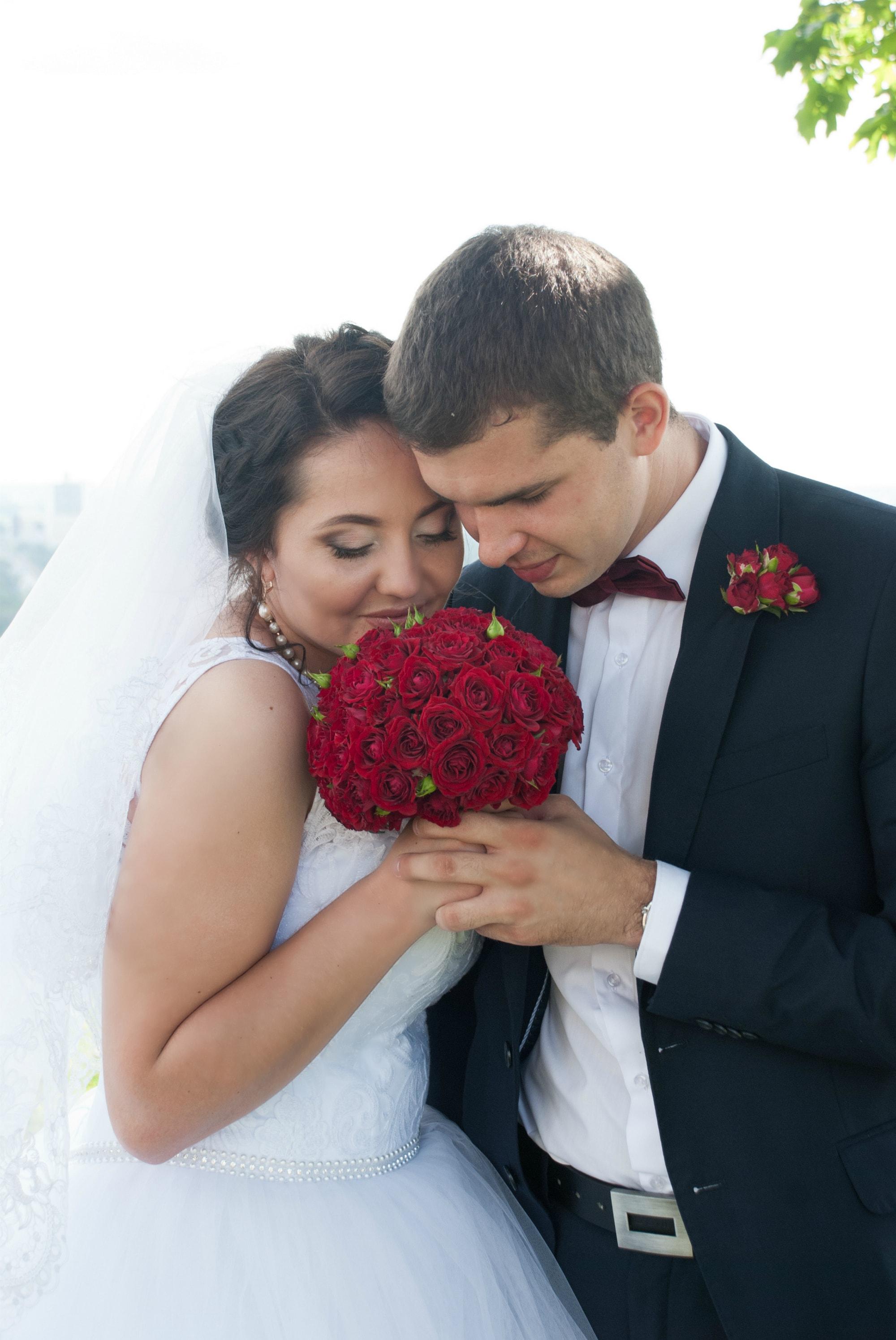 Молодожены со свадебным букетом - Фотограф Киев - Женя Лайт