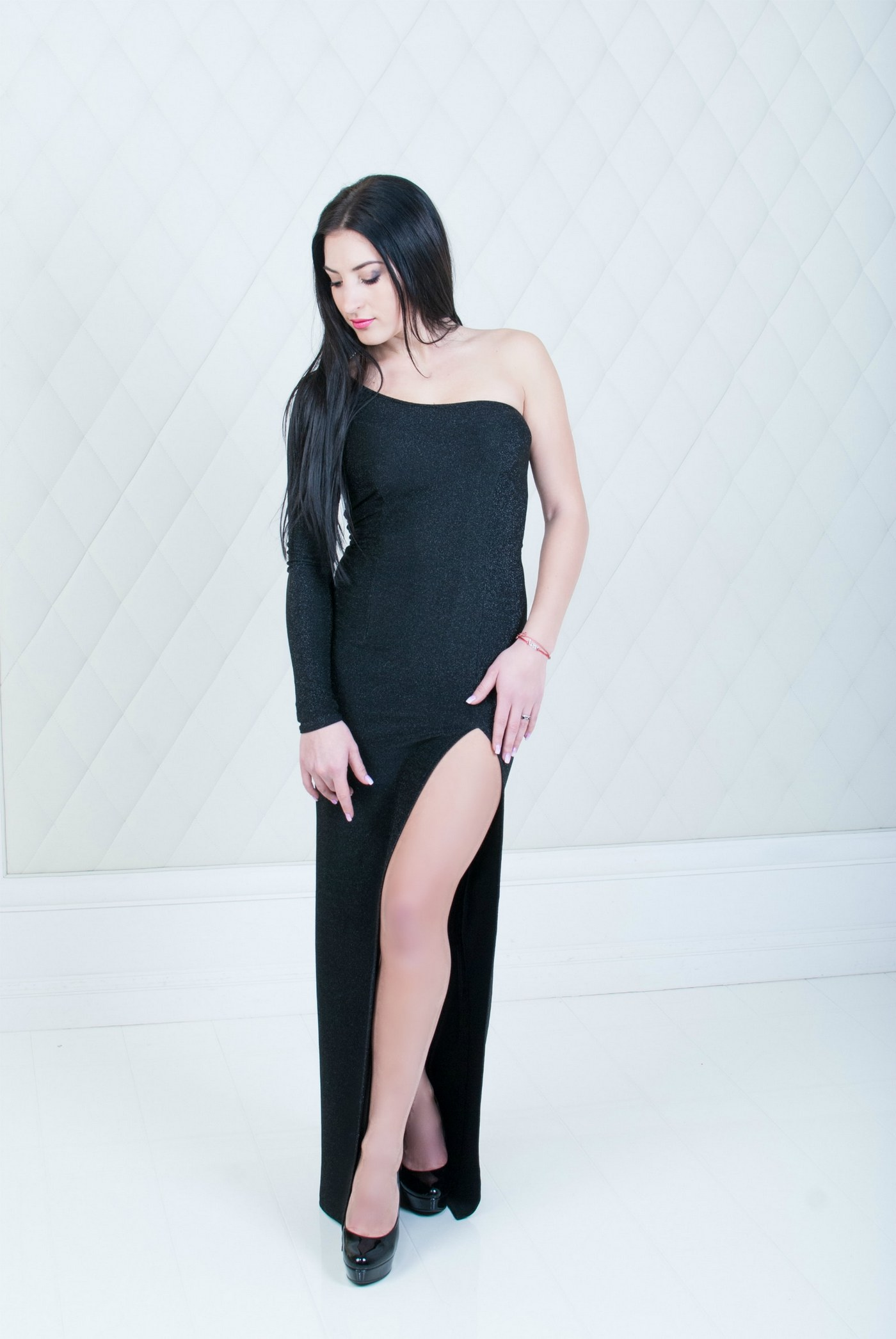 Девушка в платье с разрезом - Фотограф Женя Лайт