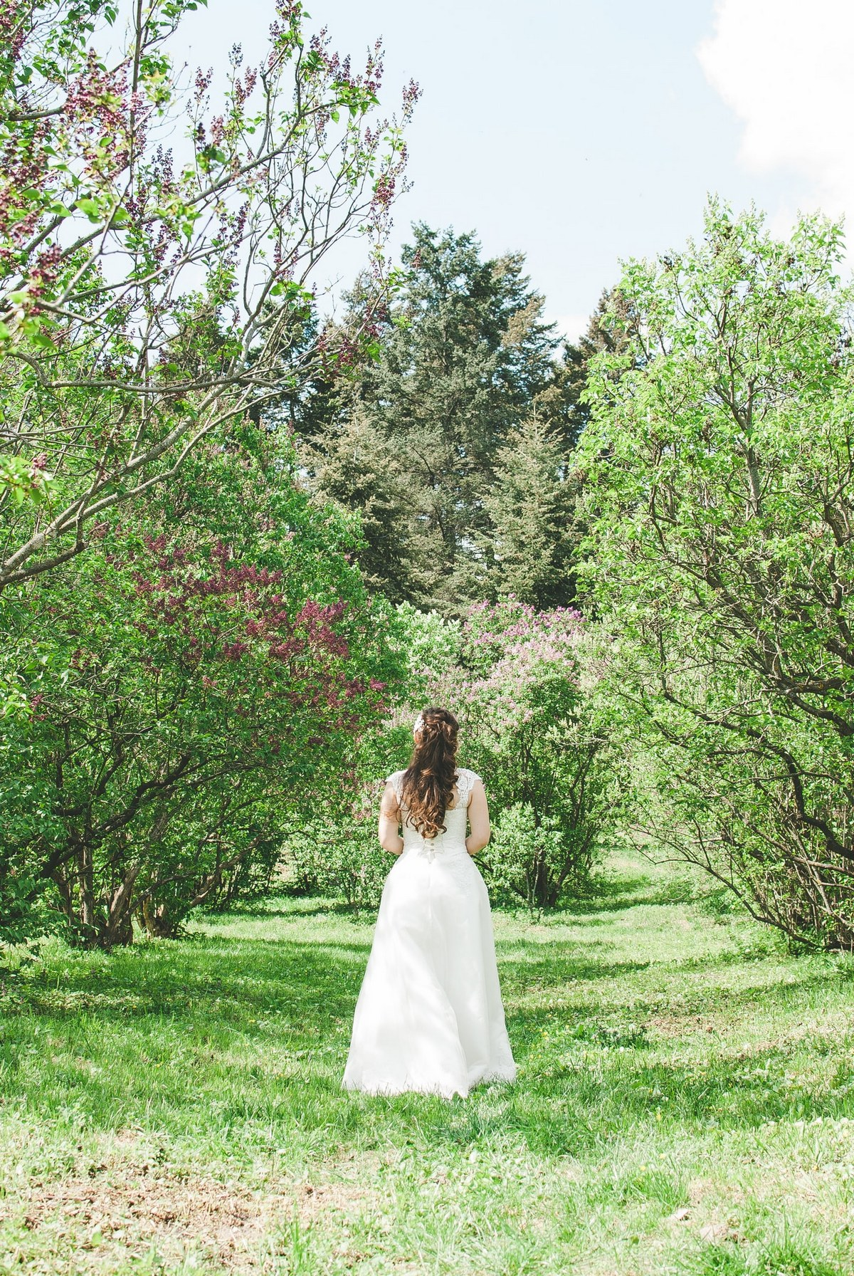 Ускользающая невеста в парке - фотограф Женя Лайт