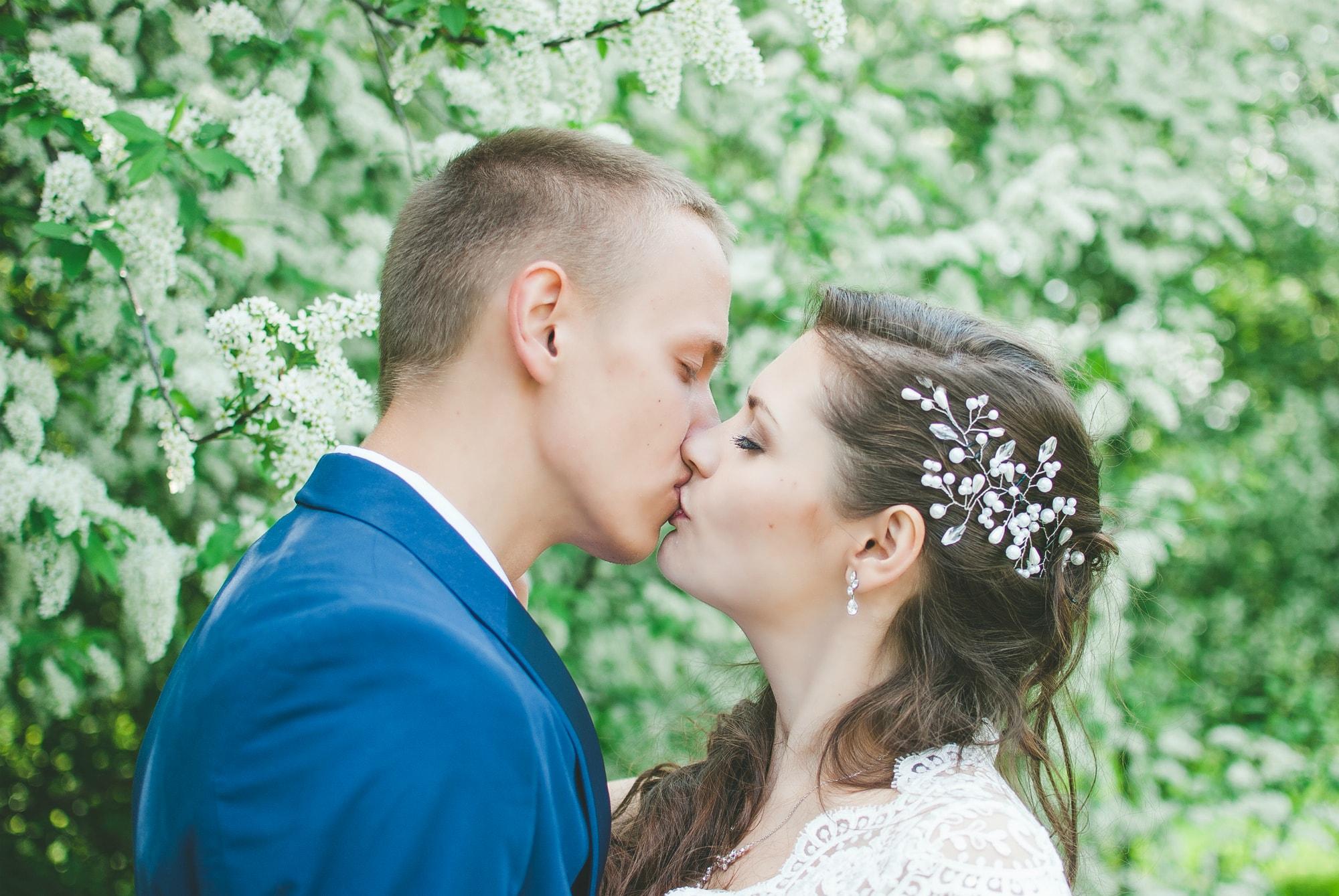Нежный поцелуй в ботаническом - фотограф Женя Лайт