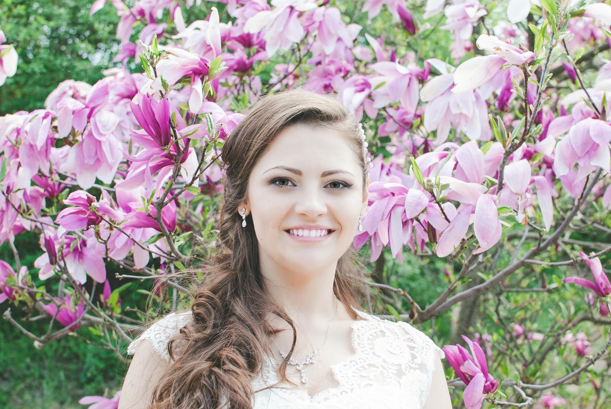 Невеста и магнолии - фотограф Женя Лайт