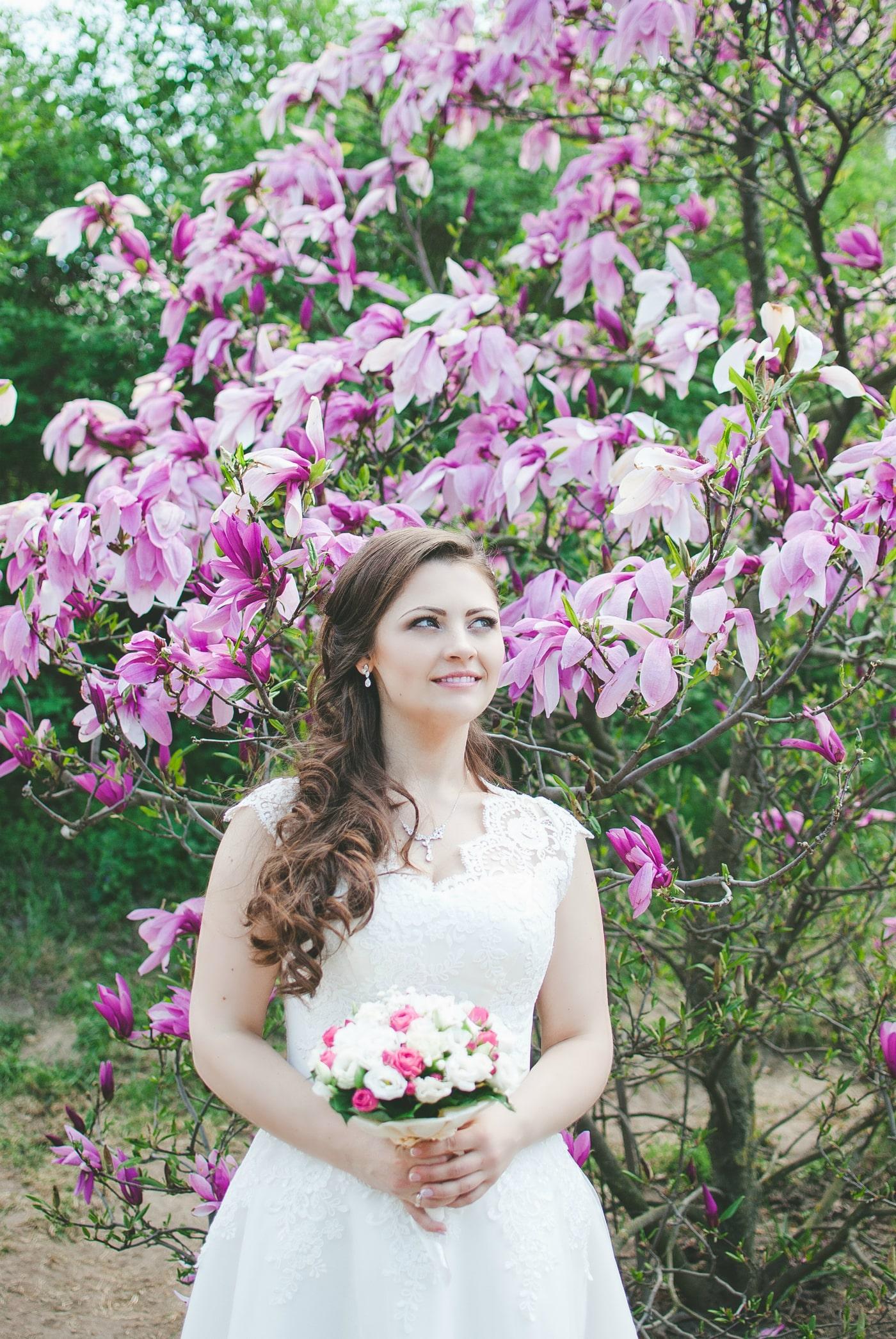 Невеста в магнолиях - фотограф Женя Лайт