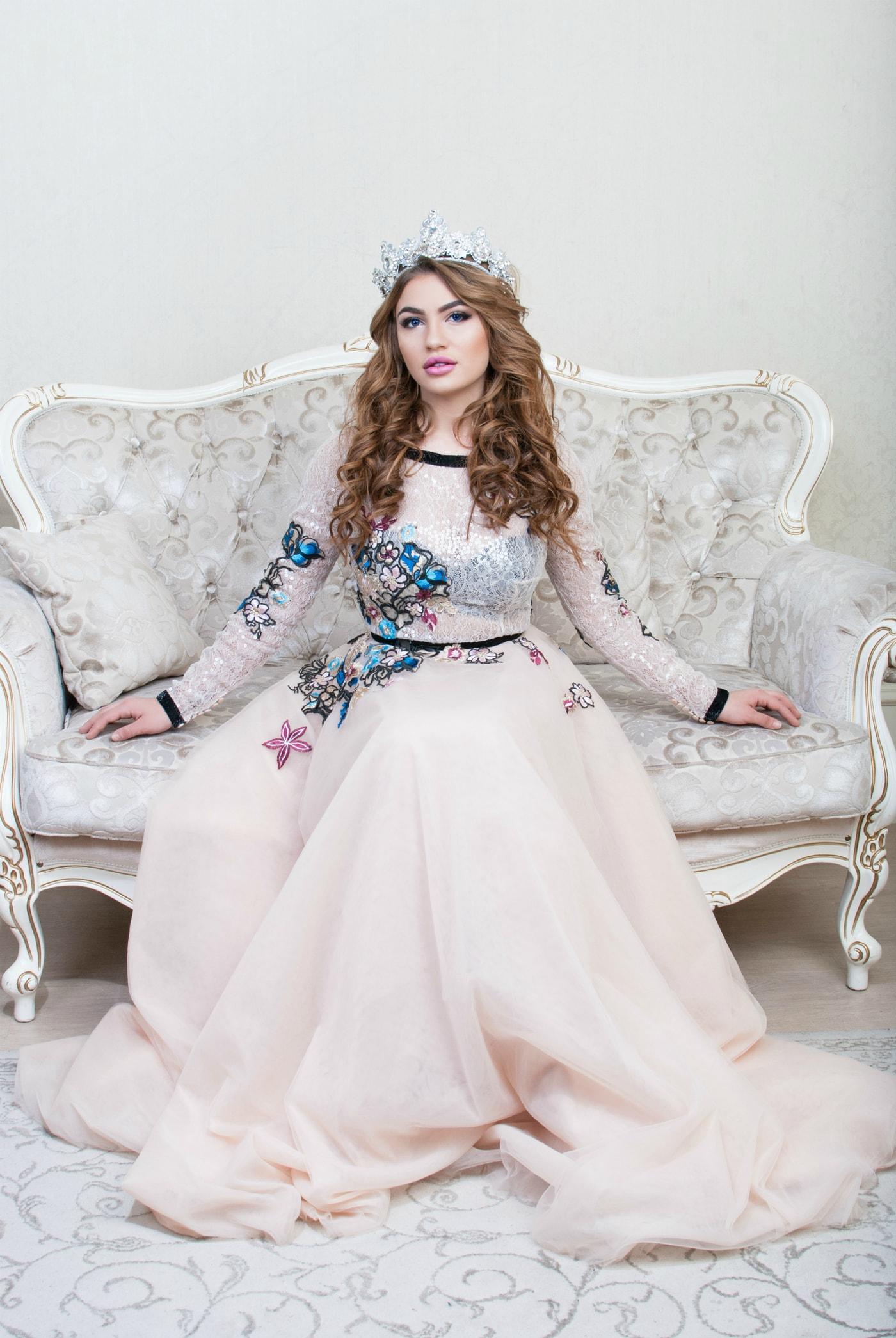 Девушка на диване - фотограф Женя Лайт