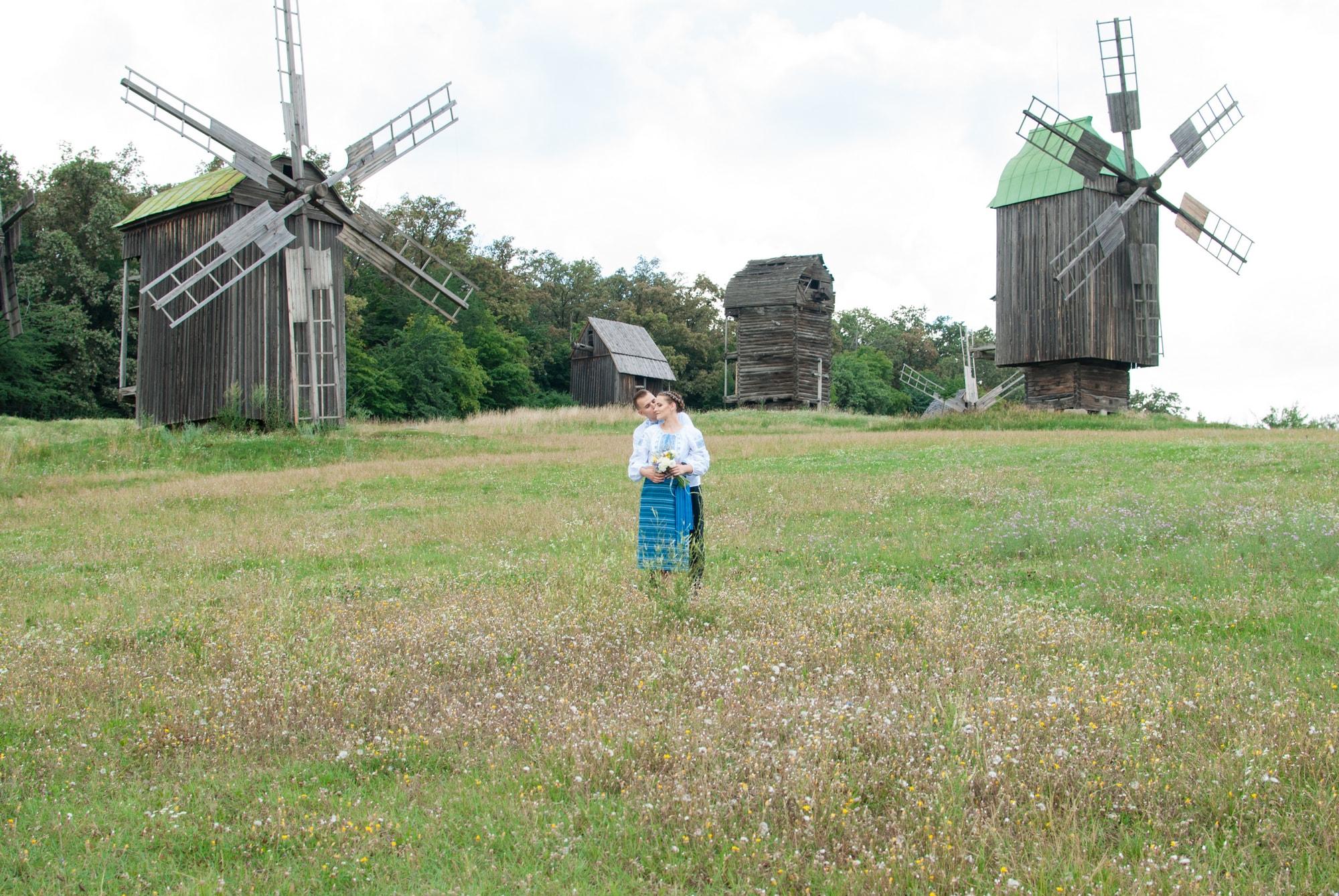 Свадебная фотосессия в Пирогово - объятия