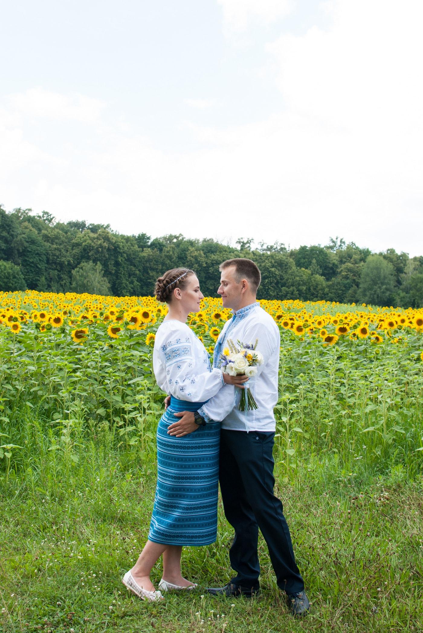 Свадебная прогулка и фотосессия в Пирогово. Подсолнухи