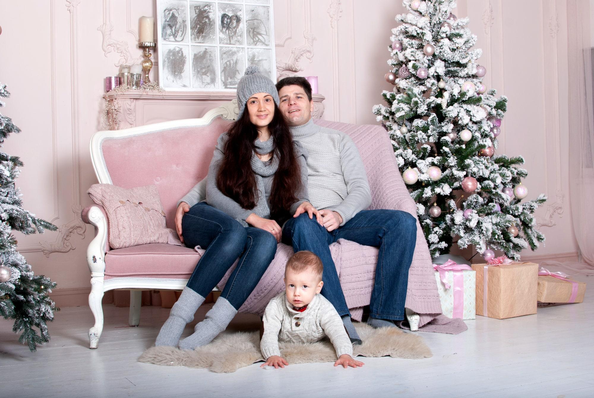 Новогодняя семейная фотосессия в студии Fusion