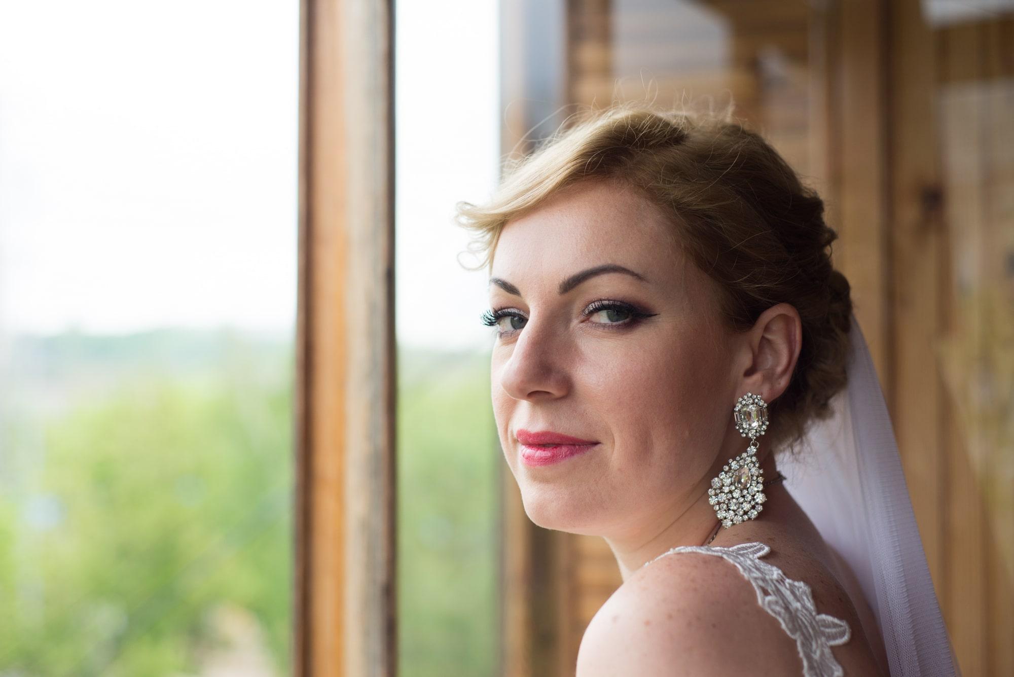 Невеста на балконе высматривает жениха - Фотограф Женя Лайт