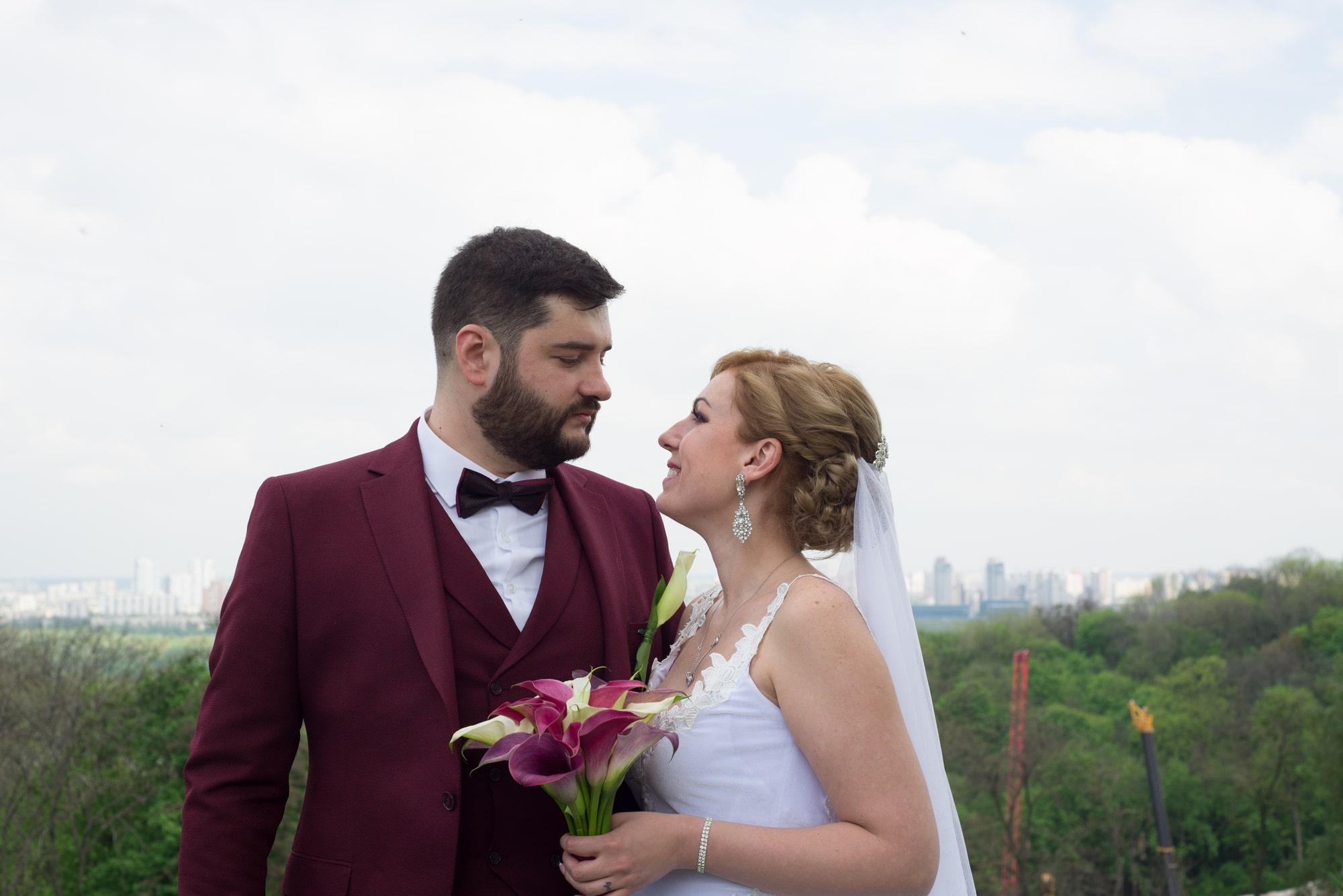 Влюбленная пара в парке после Загса - Фотограф Женя Лайт