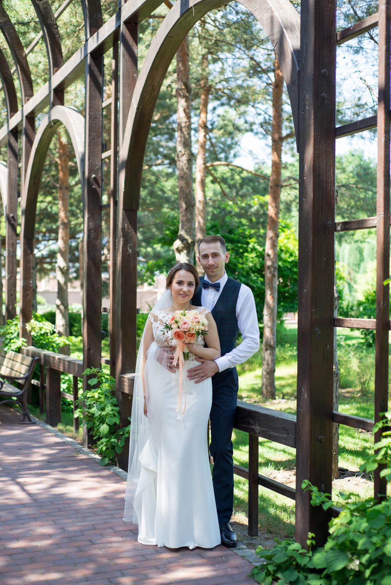 Свадебная фотосессия в Межигорье: В объятиях