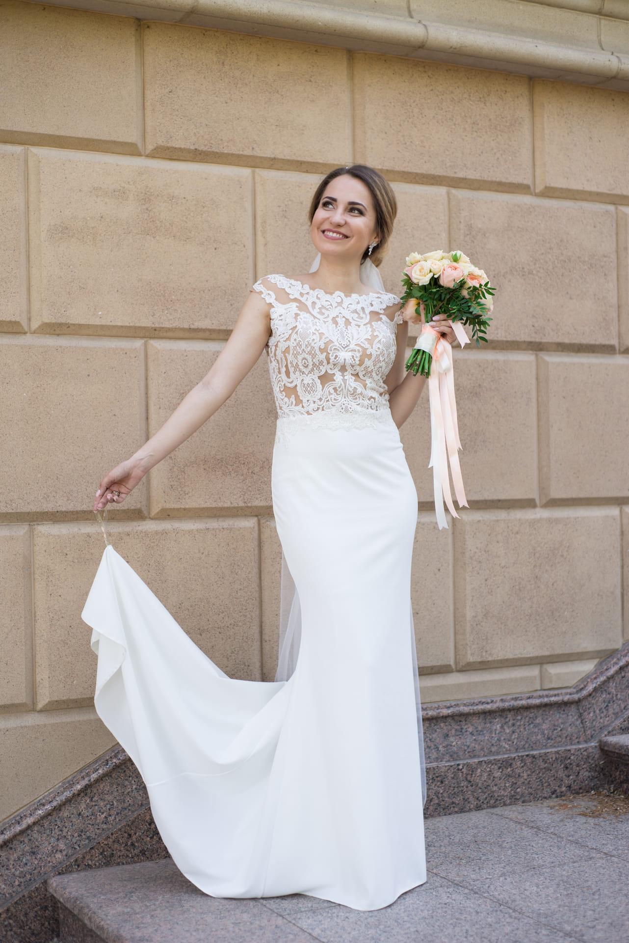 Свадебная фотосессия в Межигорье: Красивое свадебное платье