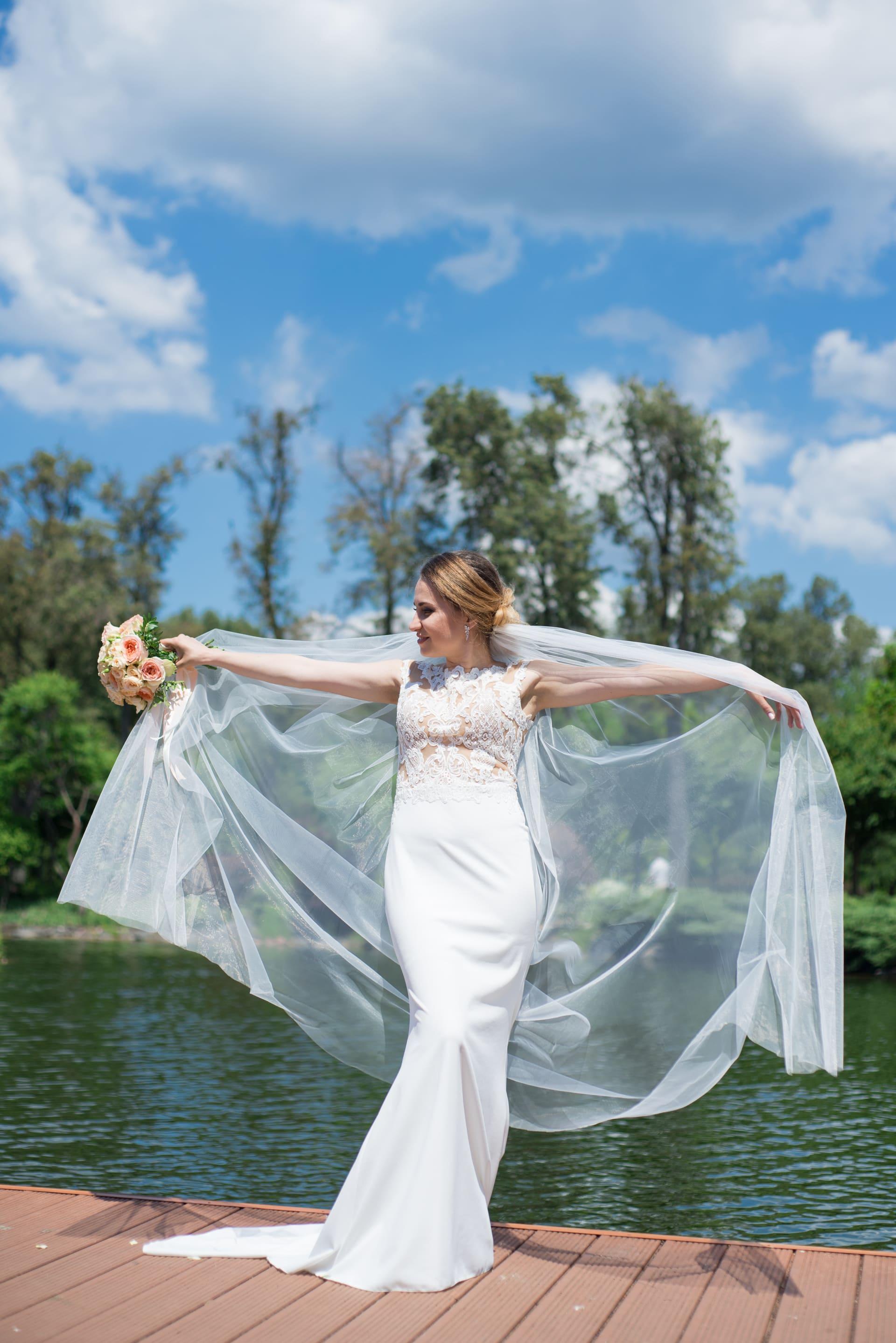 Свадебная фотосессия в Межигорье: Невеста и фата