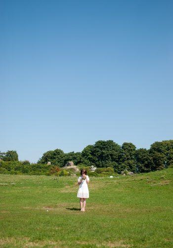 Фотосессия невесты в саду