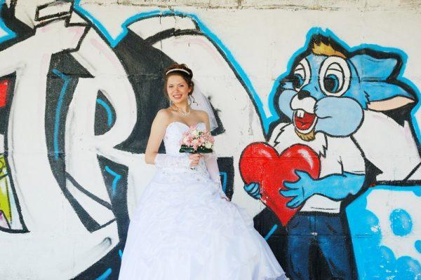 Фотограф и невеста возле граффити - Женя Лайт - Фотограф Киев