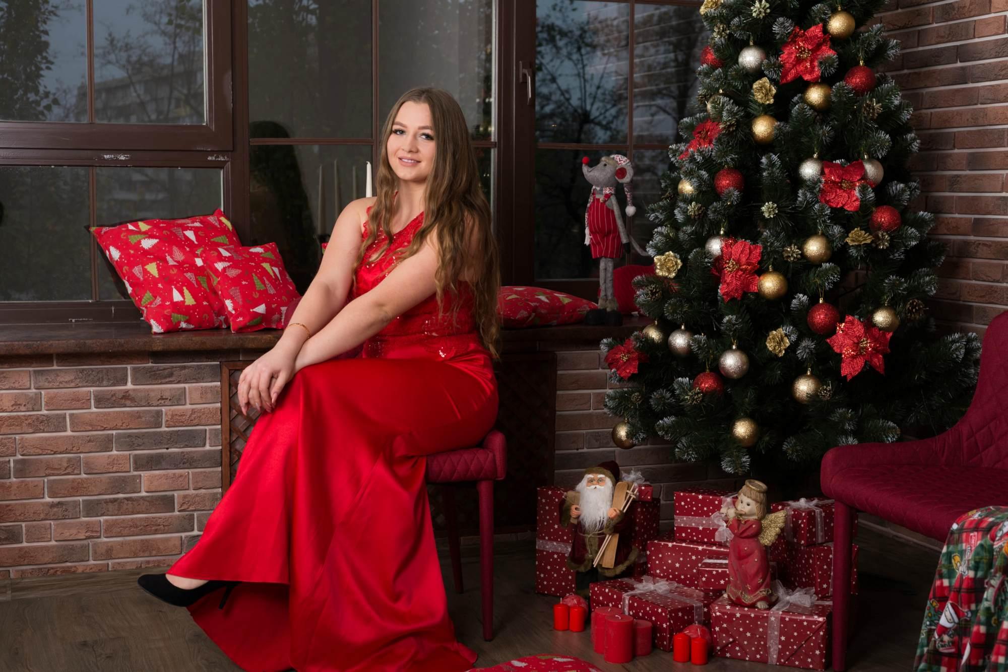 Новогодняя фотосессия в студии Amore - возле елки