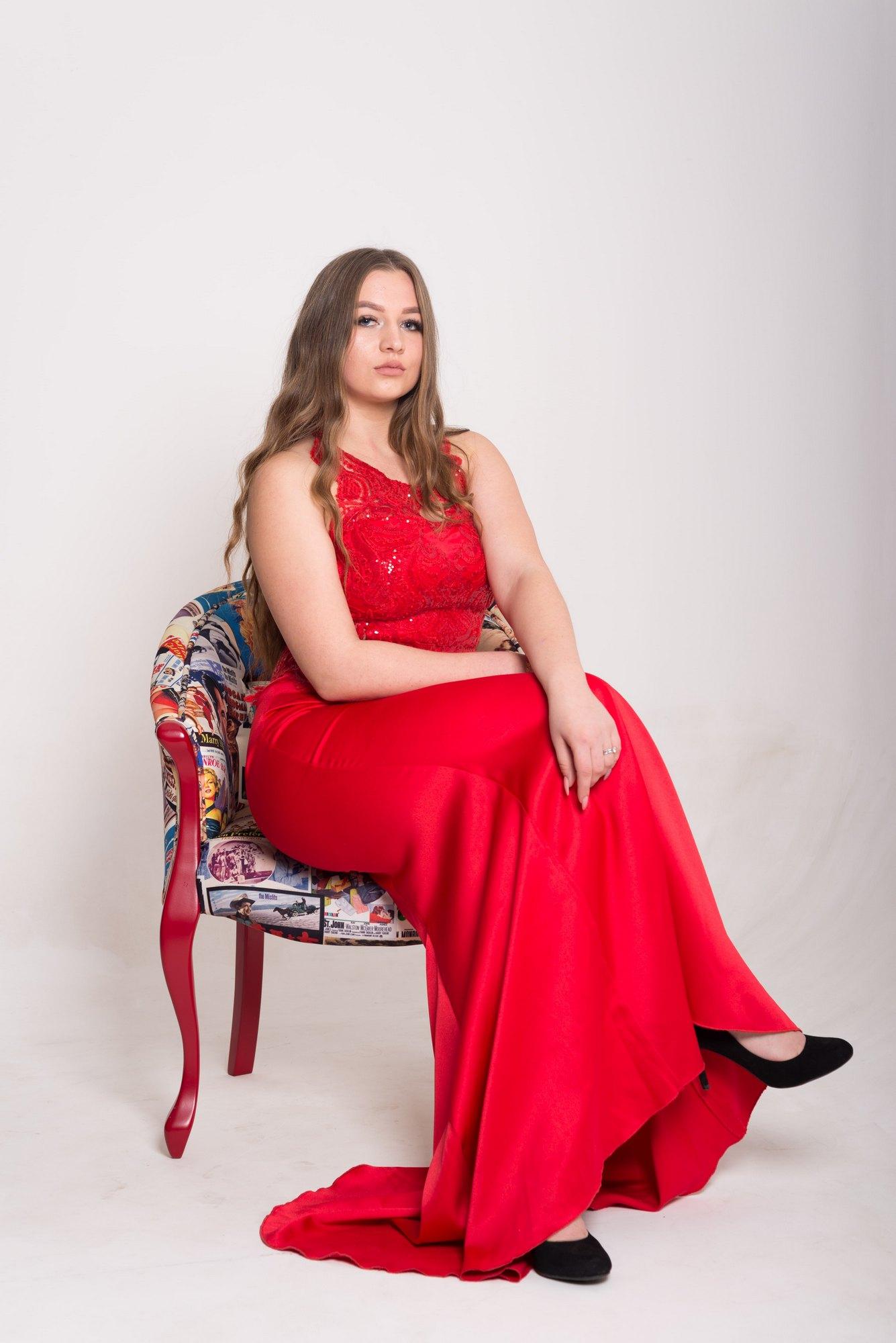 Новогодняя фотосессия в студии Amore - красное платье